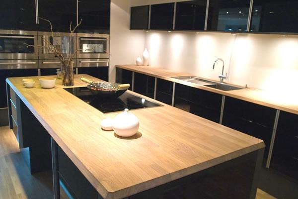 Hi gloss black and oak kitchen