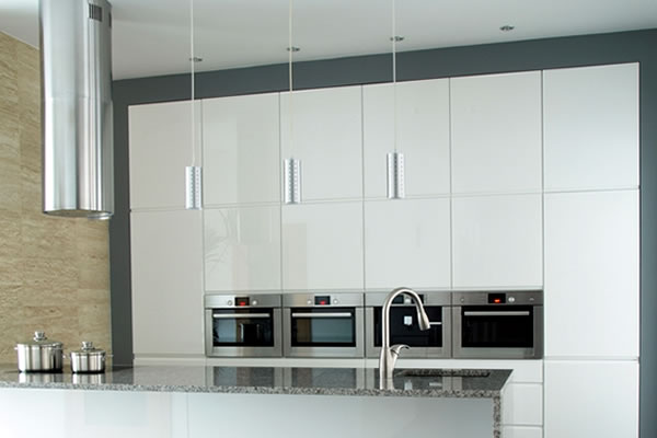 Hi gloss white modern kitchen